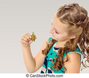 mały, dzierżawa wręcza, mały, dziewczyna, turtle.
