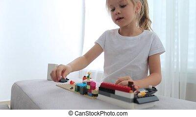 mały, dziewczyna, mały, cubes., zabawka, złączony,...