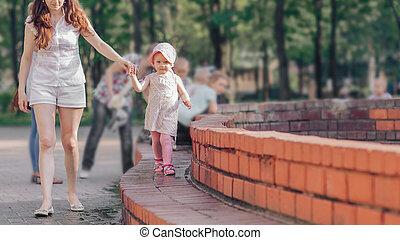 mały, fontanna, macierz, miasto, chód, córka, młody