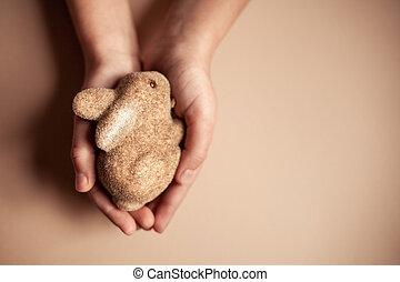mały, królik, w, przedimek określony przed rzeczownikami, dziecięcy, hands.