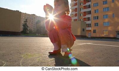 mały, kredując, dziewczyna, asfalt
