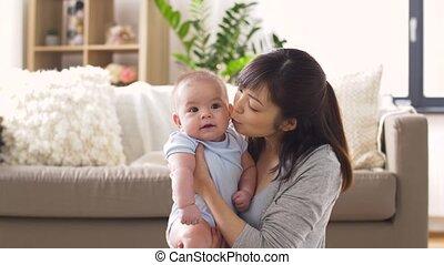 mały, młody, macierz, niemowlę, dom, szczęśliwy