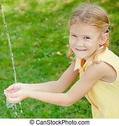 mały, myć, jej, woda, siła robocza, dziewczyna