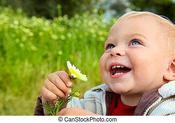 mały, niemowlę, śmiech, stokrotka