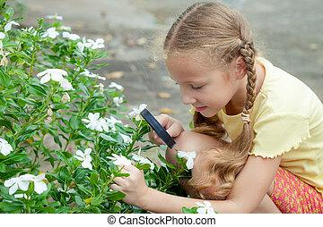 mały, outdoors, jeden, szkło, czas, dziewczyna, powiększający, dzień