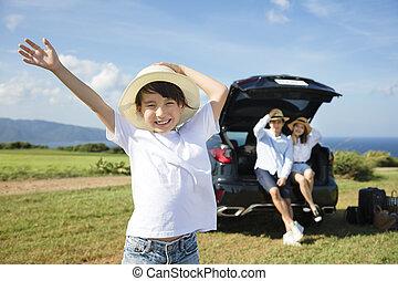 mały, rodzinny wóz, podróż, dziewczyna, szczęśliwy