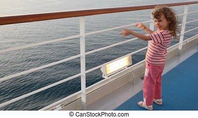 mały, stoi, pokład, statek rejsu, dziewczyna