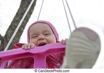 mały, szczęśliwy, dziewczyna, huśtać się