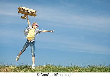mały, zabawka, park, interpretacja, time., dziewczyna, tektura, dzień, samolot