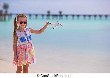 mały, zabawka, piaszczysty, siła robocza, biała plaża, dziewczyna, samolot, szczęśliwy