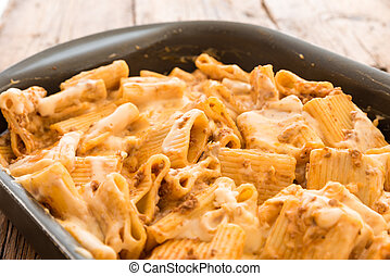 Macaroni with meat baked with cheese
