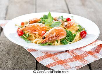 Macaroni with prawns