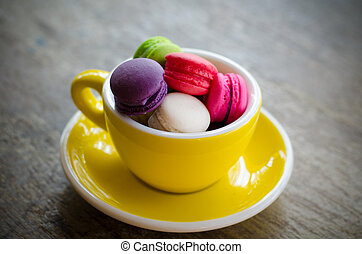 macaroons in cup