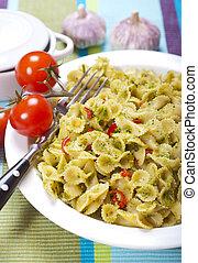macarrão, com, molho pesto, e, tomate, #2