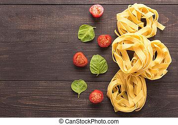 macarronada, ingredients., tomate, ligado, a, madeira, fundo
