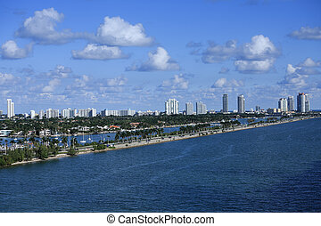 MacArthur Causeway in Miami - The Macarthur Causeway from...