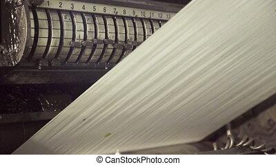 machine, éclaircissez, long, papier, en mouvement, rouler, intégral