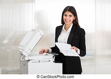 machine, businesswoman, fotokopie, kantoor, gebruik
