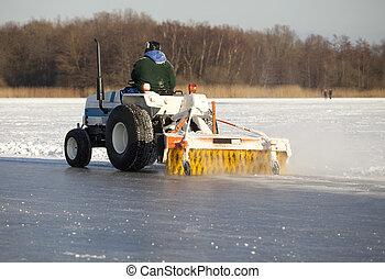 Machine cleaning ice