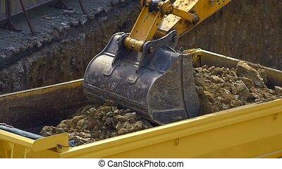 machine, culbuteur, lent, site., excavateur, décharge, sol, construction, seau, -, haut, chargeur, mouvement, chargement, fonctionnement, dozer, vidéo, fin, outdoors., truck., tortue