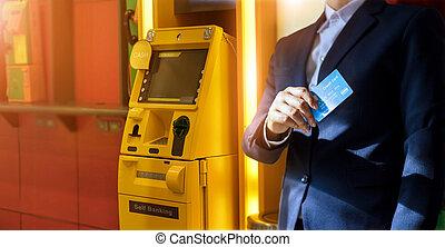 machine., geldautomat, bargeld, hand, geldautomat, kredit, withdrawal., karte, geschäftsmann, gebrauchend, bank