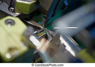 machine, gros plan, fil, chaîne, chain-bending, anneaux, coupeurs, forceps, foyer, automatique, vue