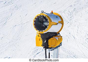 Machine gun snowmaking - machine gun for the production of...