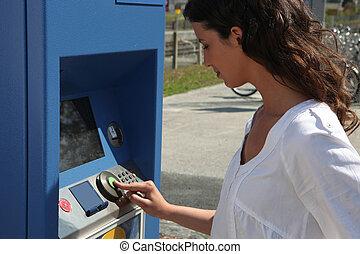 machine, utilisation, billet, femme