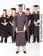 macho africano, graduado, com, colegas