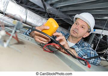 macho, electricista, reparación, sensor, fuego
