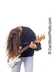 macho, músico, baixo violão jogando, com, cabelo baixo