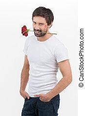 macho, men., mooi, jonge mensen, met, een, roos, in, zijn, mond, het glimlachen, aan fototoestel, terwijl, staand, vrijstaand, op wit