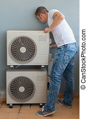 macho, técnico, instalar, air-conditioning, system.