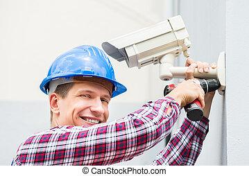 macho, técnico, instalar, câmera, ligado, parede