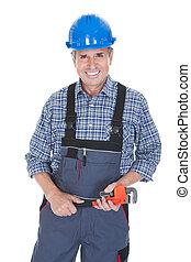 macho, trabalhador, chave, segurando