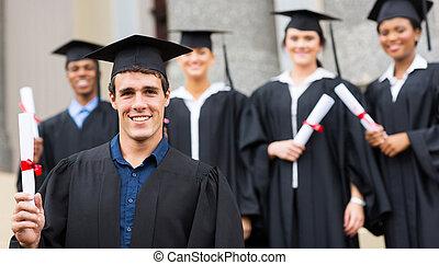 macho, universidade, graduado, segurando, diploma