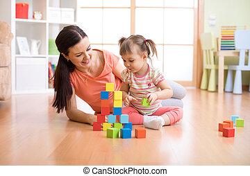macierz i dziecko, gmach, z, zabawkarskie kloce, na, home., rodzina, concept.