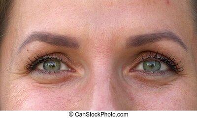 Macro Close-up eyes blinking - Macro Close-up green eyes...
