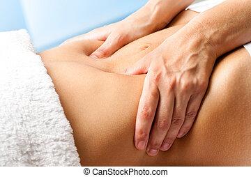 macro, mains haut, femme, fin, masser, abdomen.