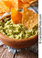 macro, verticaal, guacamole, bowl., houten, nachos, frites