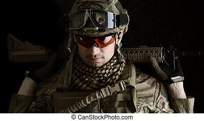 macro, verticaal, van, een, militair, man, sluipschutter