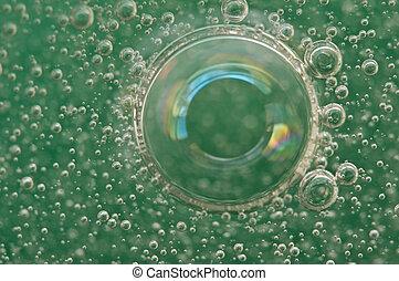 macro, zuurstof, bellen, in, water, op, een, groene achtergrond