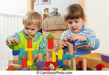 madeira, dois, crianças, brinquedos, tranqüilo, tocando