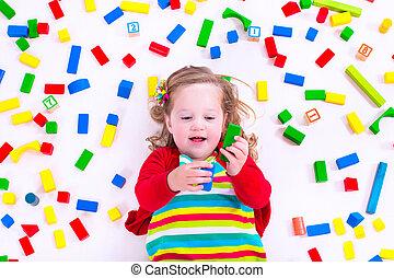 madeira, pequeno, blocos, menina, tocando
