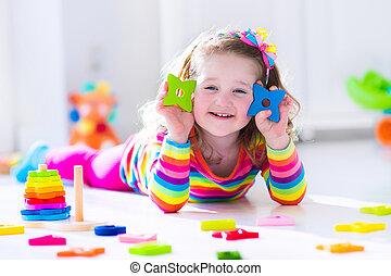 madeira, pequeno, tocando, menina, brinquedos