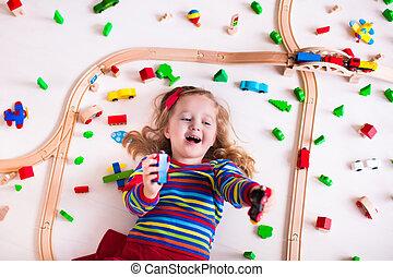 madeira, pequeno, tocando, menina, trens