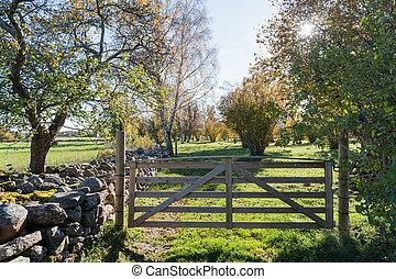 madeira, portão, em, um, coloridos, paisagem