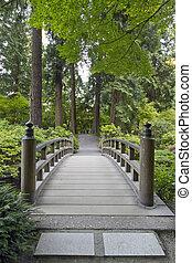 madera, puente, en, jardín japonés