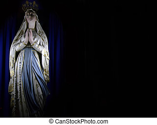 Madonna - Medieval iconic statue of the Holy Virgin Mary in...