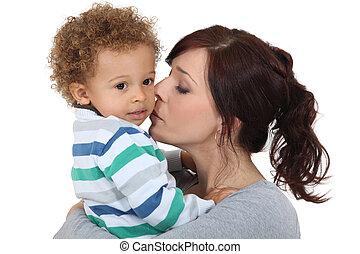 madre, besar, ella, niño pequeño